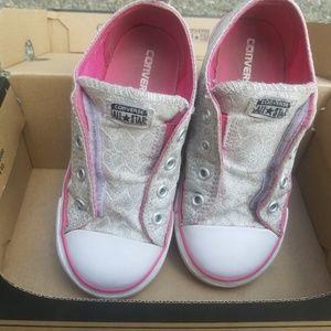 Converse girls size 10